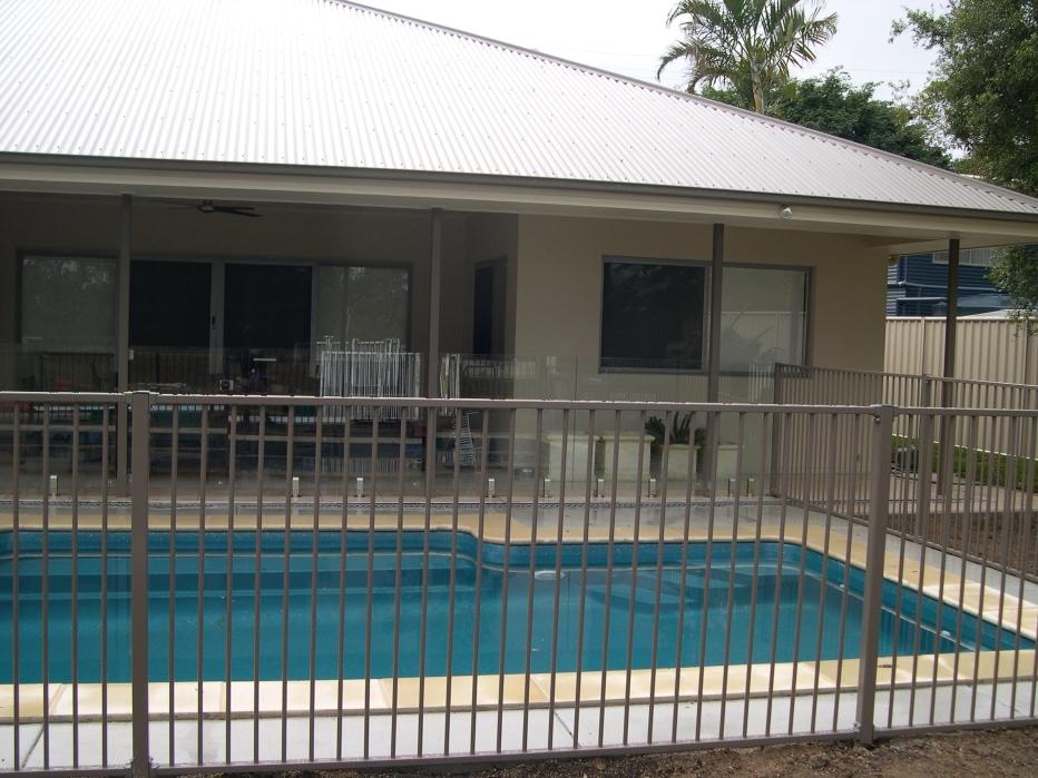 Pool fencing brisbane sunshine coast for Swimming pool fencing regulations qld